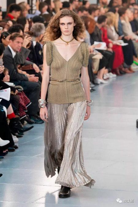 女装流行元素 褶皱,让你的设计简约不简单(图51)