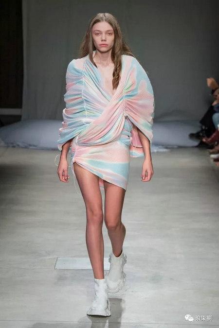 女装流行元素 褶皱,让你的设计简约不简单(图40)
