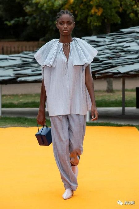 女装流行元素 褶皱,让你的设计简约不简单(图37)