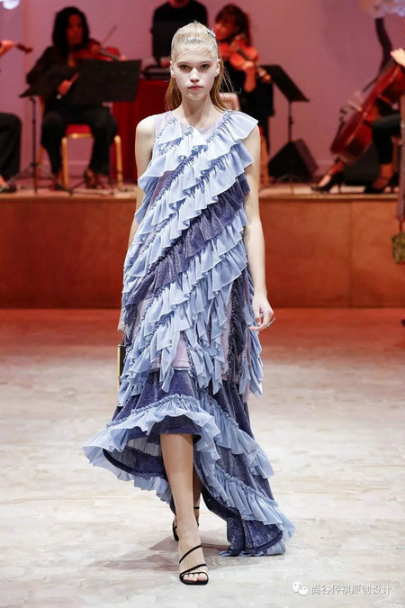 2020春夏女装流行元素 时装周的流行趋势(图20)
