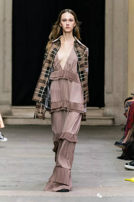2020春夏女装流行元素 时装周的流行趋势(图14)