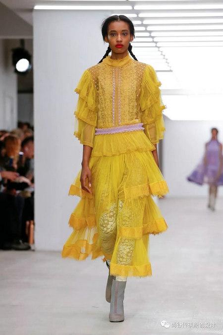 2020春夏女装流行元素 时装周的流行趋势(图17)