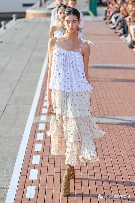 2020春夏女装流行元素 时装周的流行趋势(图16)