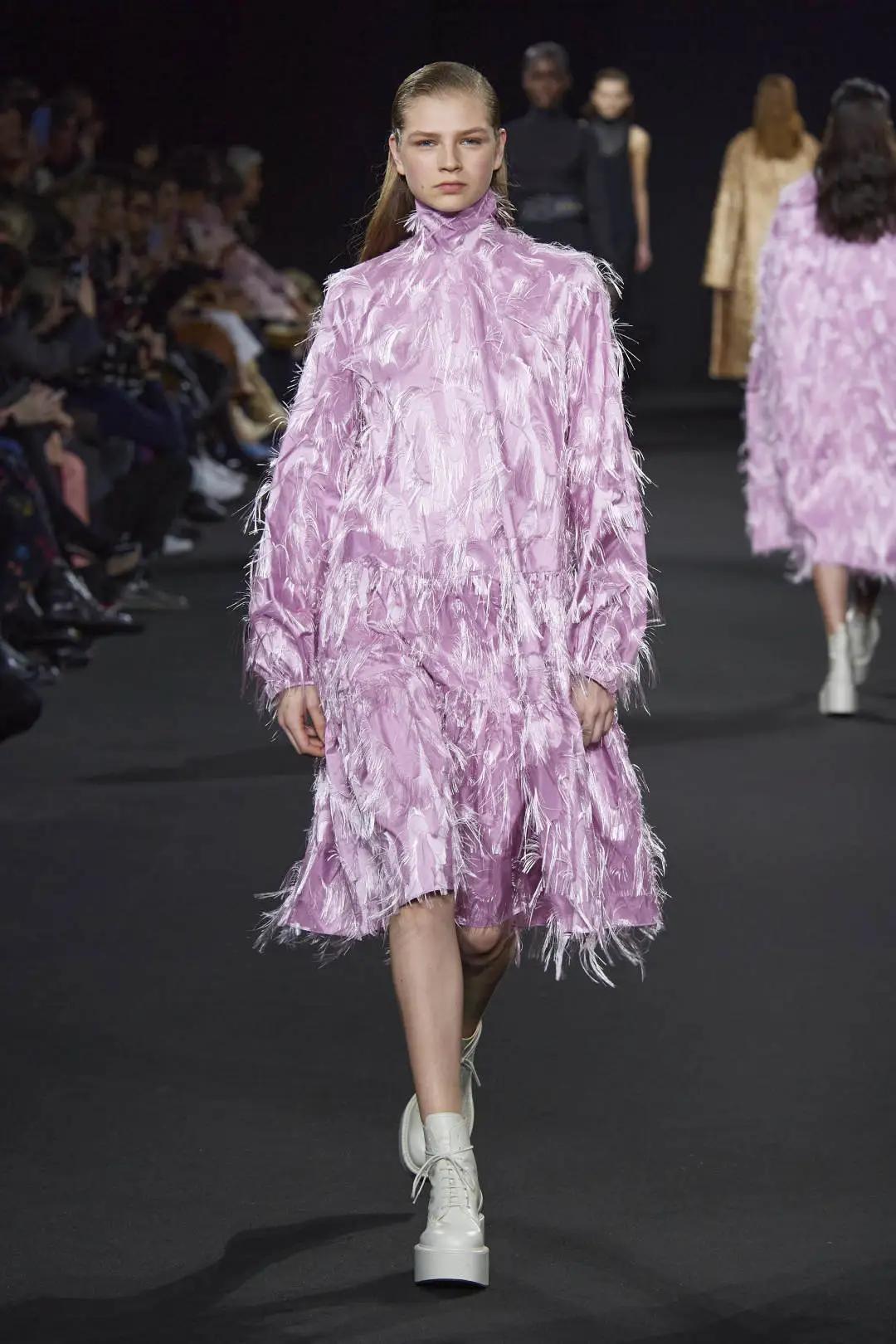 让女装气质秒变高级的面料 轻奢流光 2021春夏女装面料(图23)