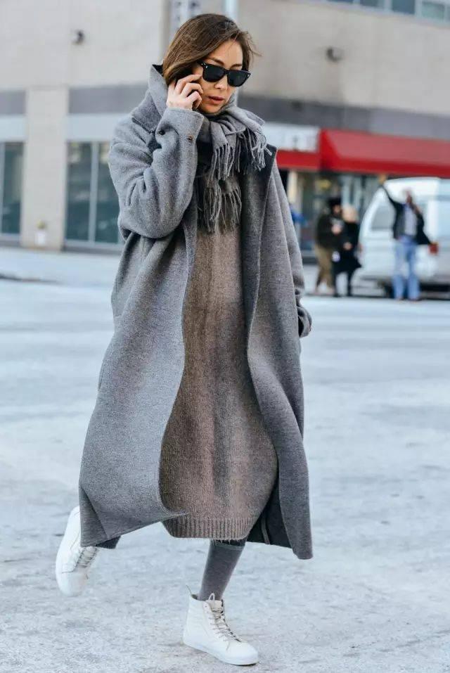 《【摩鑫娱乐登录平台】火了大半个时尚圈,买衣服就买大一号,穿上时髦到明年!》