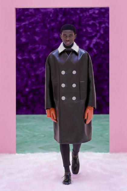 直筒皮革廓形大衣