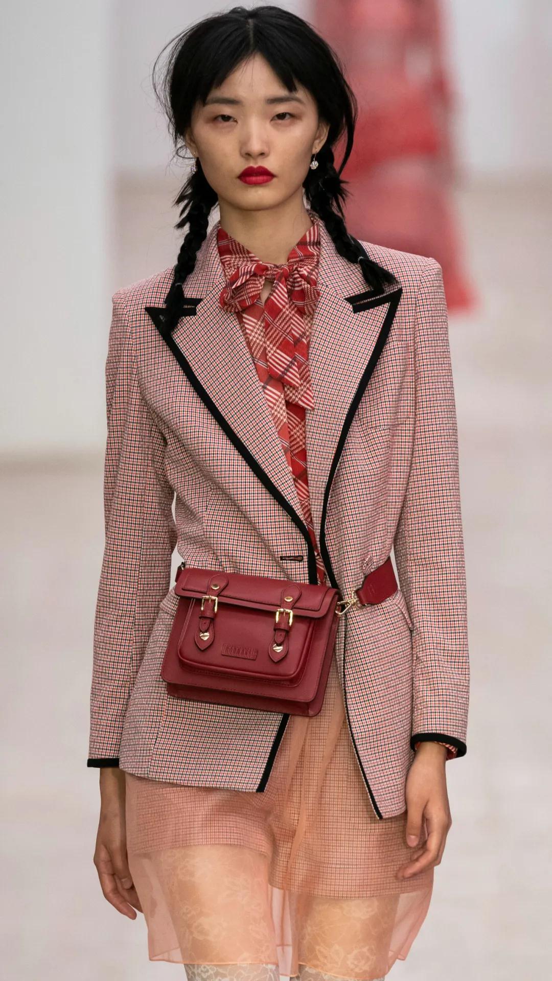 《【摩鑫娱乐app登录】单品趋势分析 2021春夏女士西装流行趋势》