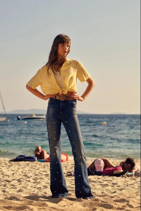 单品流行趋势 2021年春夏最时尚的牛仔裤指南(图10)