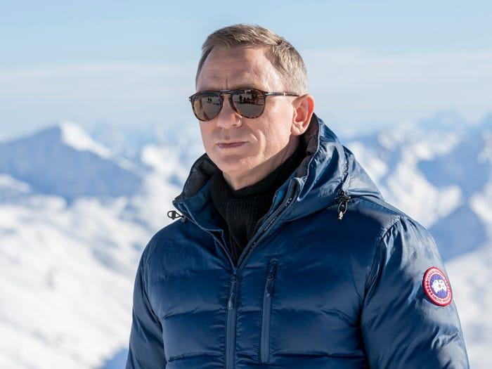 丹尼尔・克雷格饰演的詹姆斯・邦德在电影《007:幽灵党》中身穿加拿大鹅产品