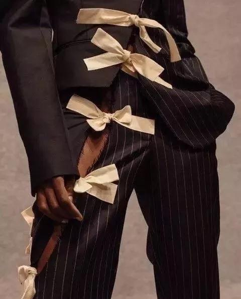 女装流行元素分析 蝴蝶结元素在服装设计中的运用(图9)