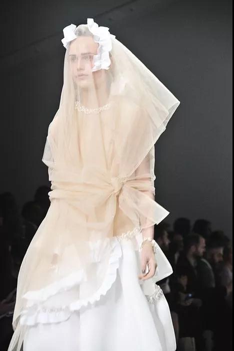 女装流行元素分析 蝴蝶结元素在服装设计中的运用(图12)