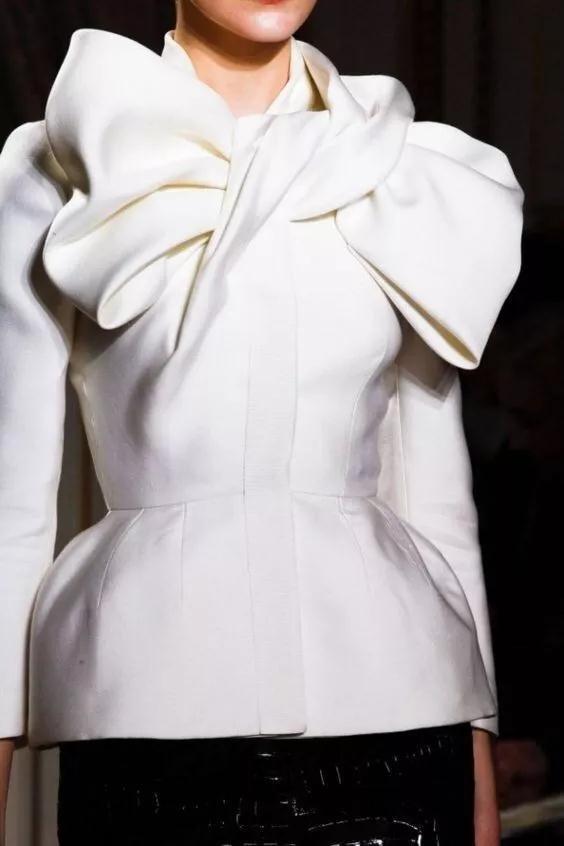 女装流行元素分析 蝴蝶结元素在服装设计中的运用(图40)