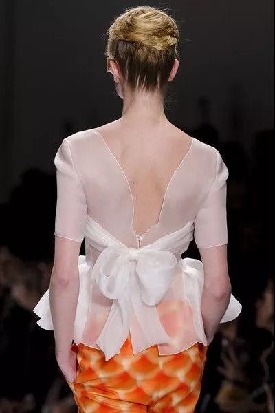 女装流行元素分析 蝴蝶结元素在服装设计中的运用(图45)