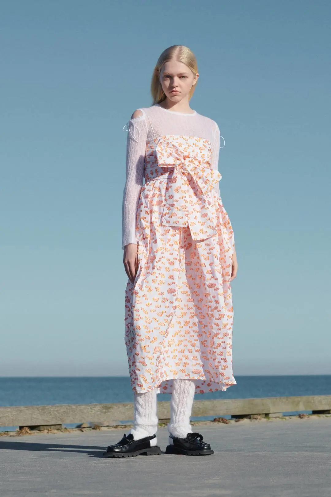 女装流行元素分析 蝴蝶结元素在服装设计中的运用(图33)