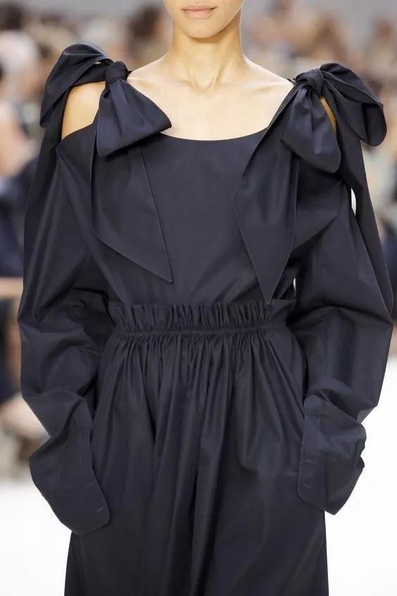 女装流行元素分析 蝴蝶结元素在服装设计中的运用(图37)