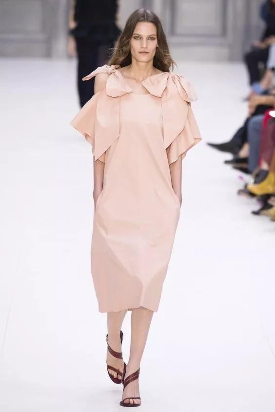 女装流行元素分析 蝴蝶结元素在服装设计中的运用(图38)