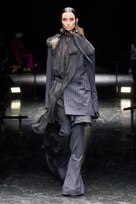 秋冬女装细节趋势 这8种领型设计让你的款式大不相同(图15)