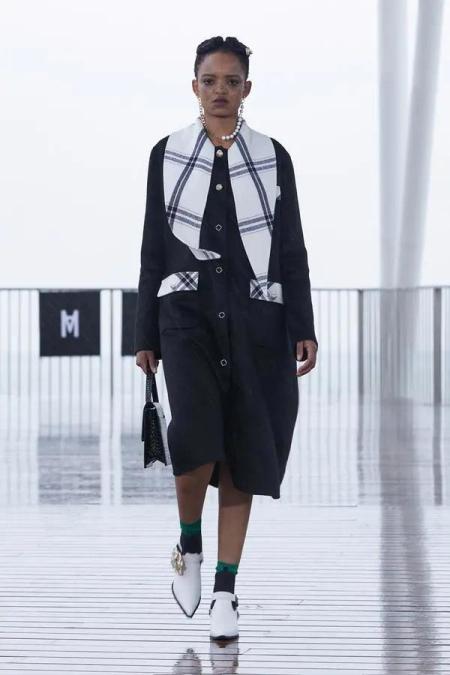 秋冬女装细节趋势 这8种领型设计让你的款式大不相同(图12)