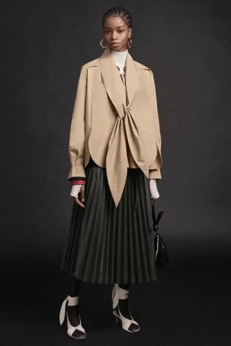 秋冬女装细节趋势 这8种领型设计让你的款式大不相同(图14)