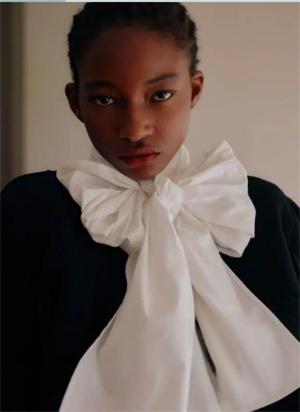 秋冬女装细节趋势 这8种领型设计让你的款式大不相同(图13)
