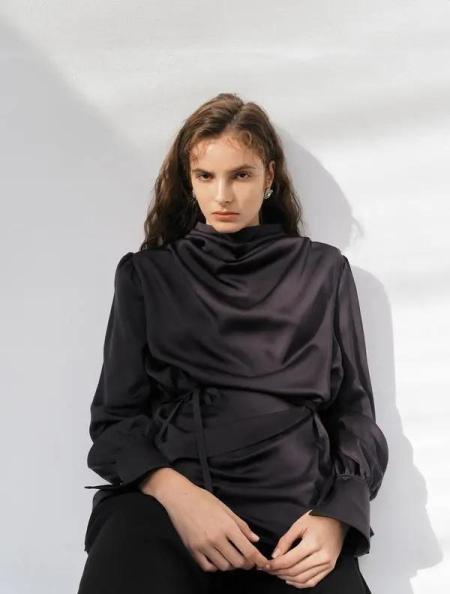 秋冬女装细节趋势 这8种领型设计让你的款式大不相同(图26)