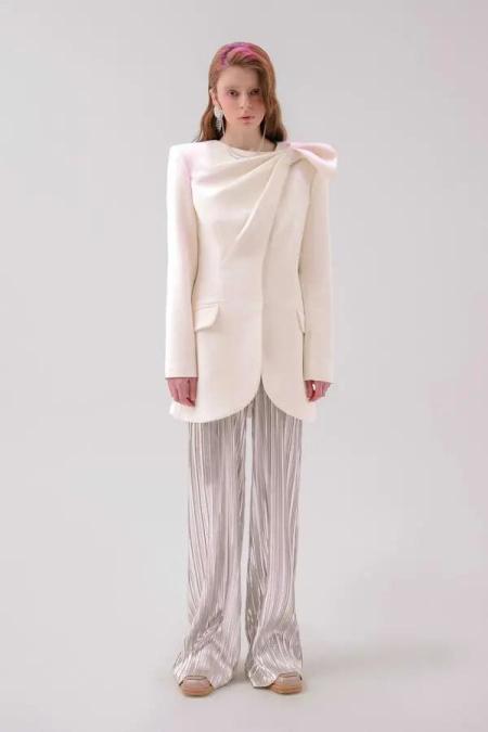秋冬女装细节趋势 这8种领型设计让你的款式大不相同(图40)