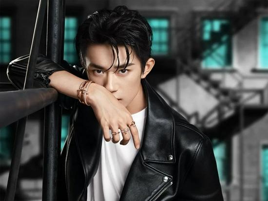 Tiffany 在今年宣布易烊千玺担任其全球品牌代言人,以进一步深入布局中国市场
