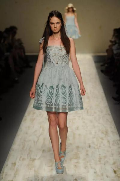唯美民族风 | 服装艺术-服装设计管理-服装设计网