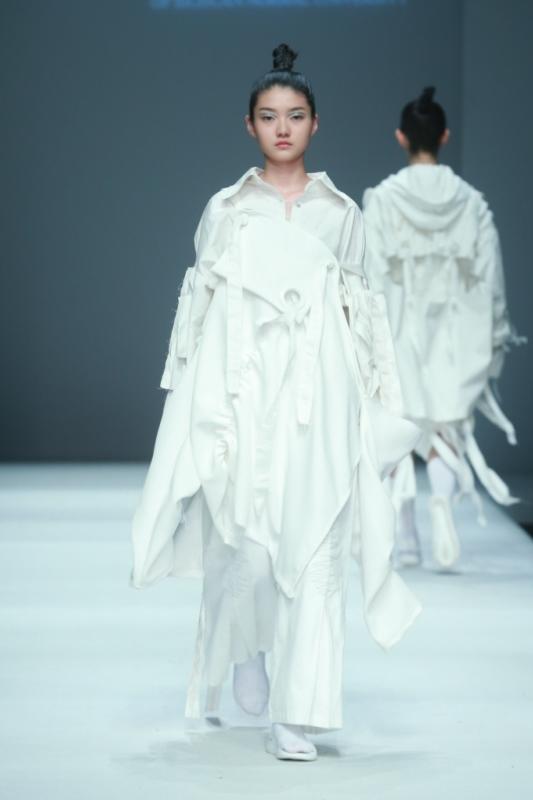 服裝與設計藝術學院畢業生作品發布會于5月14日在北京751d·park中央