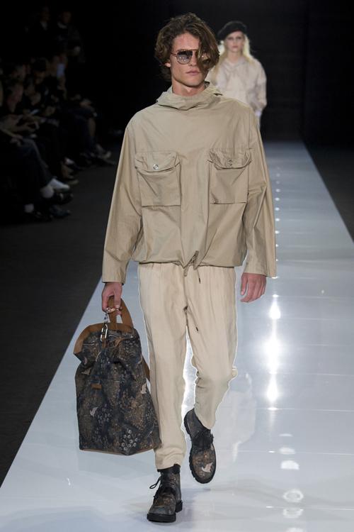 阿玛尼旗下副牌 emporio armani(安普里奥·阿玛尼)于伦敦时装周