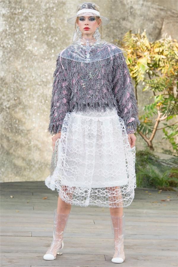 cfw服裝設計網 資訊 巴黎時裝周 > chanel spring 2018春夏巴黎時裝周
