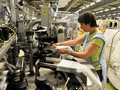 服饰纺织零售额3.3%微弱增长,实体零售拖后腿?