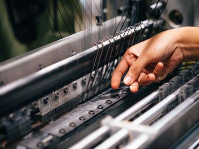 """纺织服装企业严重缺工!但为啥死活不肯""""机器换人""""?"""