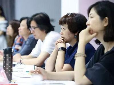 工信部产业政策司组织召开纺织服装行业国家级工业设计中心座谈会