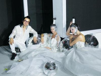 《丝路传奇―让爱发光》时尚科技发布盛宴点亮国际纺都