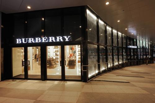"""大半年关店5家,中国市场能否拯救""""下滑""""的Burberry?"""