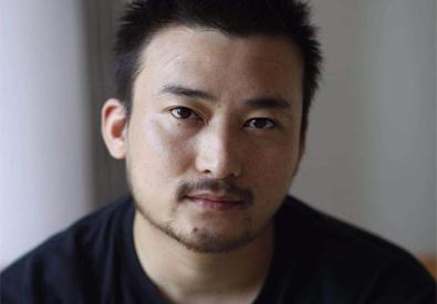 侯鑫:一位鬼才普天国际棋牌游戏师的长效普天国际棋牌游戏