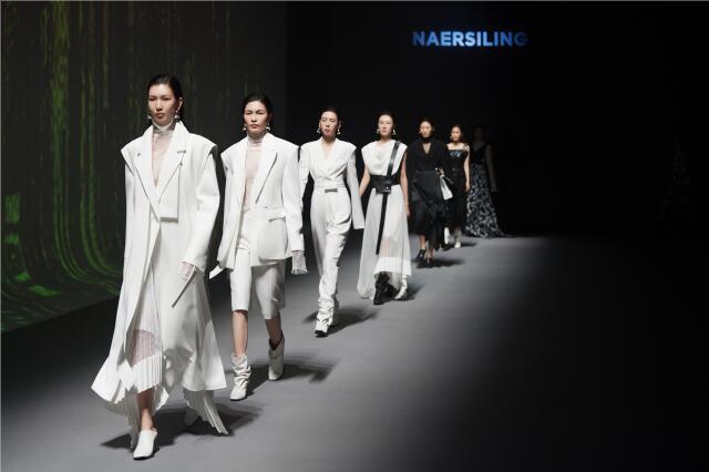 NAERSILING多场景云秀,引爆中国国际时装周