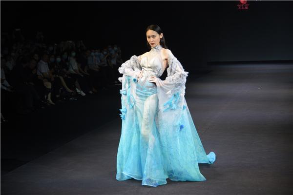 """2020盛泽时尚周第三日:典雅之""""墨""""携同""""锦绣丹青""""传承创新丝绸之美"""