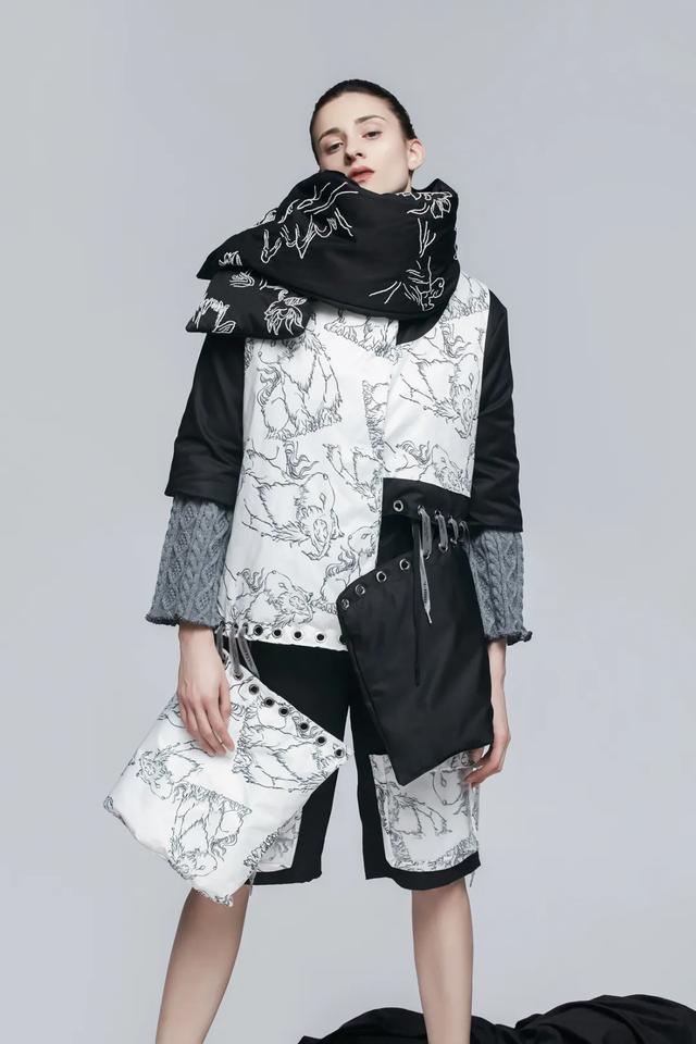 大学生时装周 | 四川师范大学服装与艺术设计学院:新十年,留未止遇见,给璀璨明天……