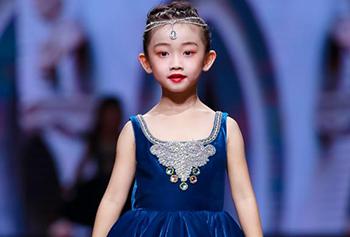 DemoQueen携花灵馥愈主题,亮相2021西南国际少儿时装周