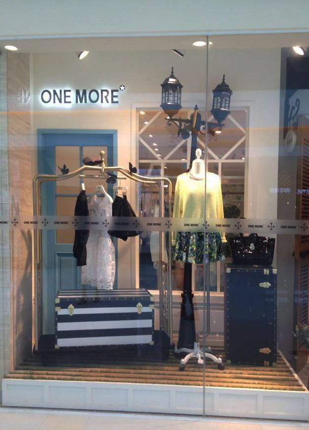 卖场女装橱窗陈列设计