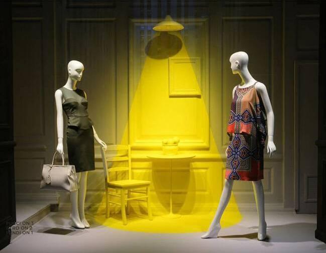 女装橱窗陈列 服装展示-橱窗陈列设计-服装设计