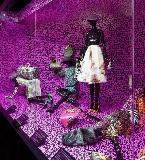 紫色系时尚女装陈列
