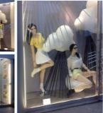 橱窗女装陈列展示