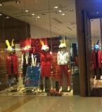 卖场陈列女装橱窗
