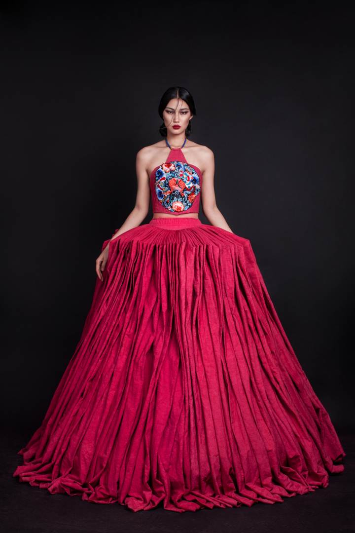 民族元素在现代服装品牌设计中的应用与研究