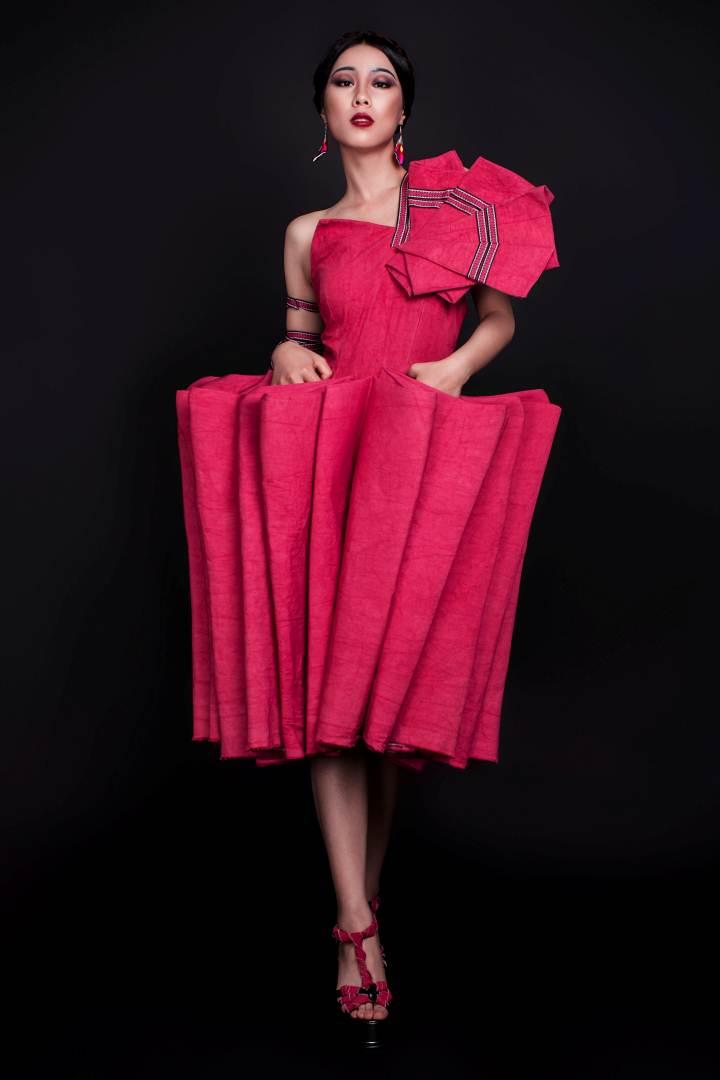 苗族服饰元素在现代嫁衣设计中的研究应用