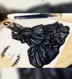 黑色褶皱礼服