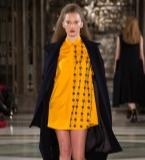 新锐设计师何苗老师伦敦时装周作品秀